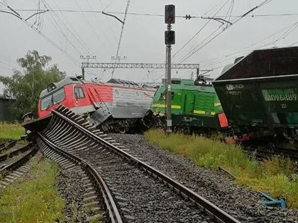 В Петербурге столкнулись два грузовых поезда: фото и видео с места аварии попали в Сеть