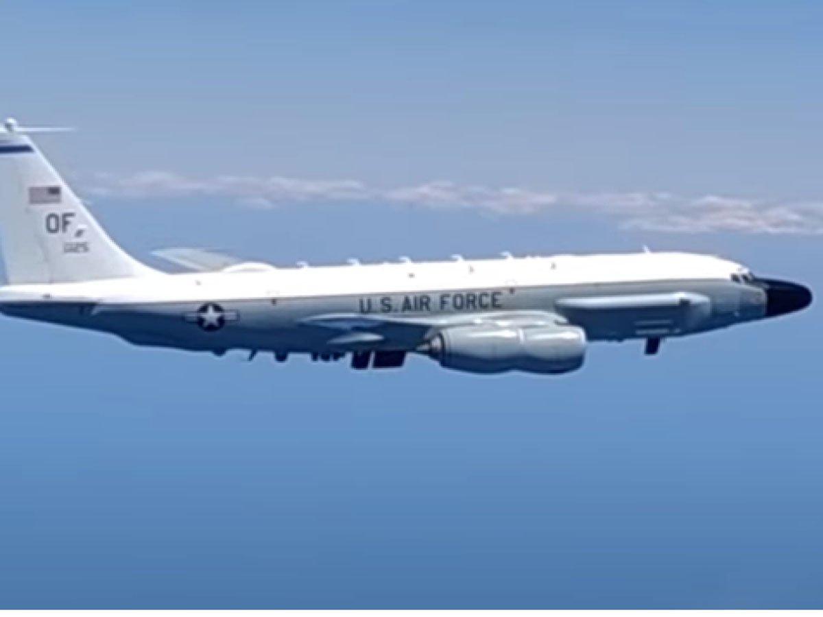 В Сети появилось видео перехвата самолета США у границы России