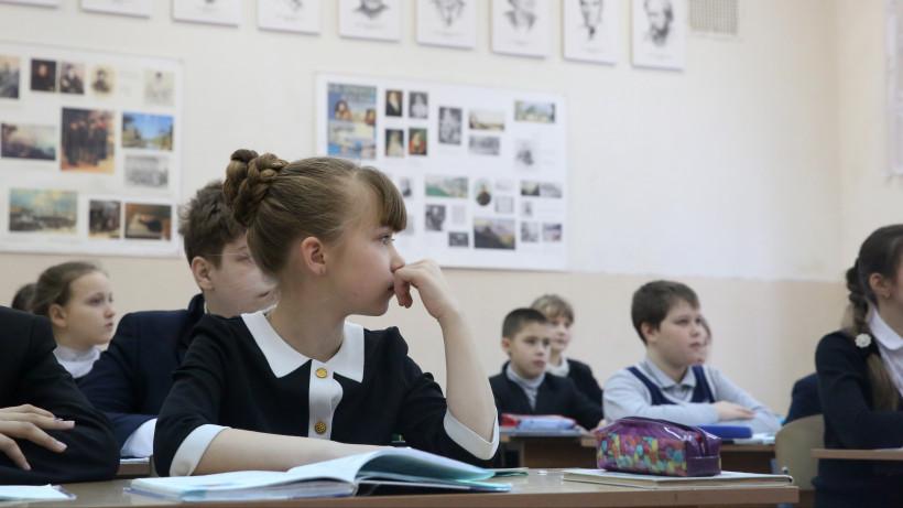 Ученики на уроке в средней общеобразовательной школе №10 в Ногинске.