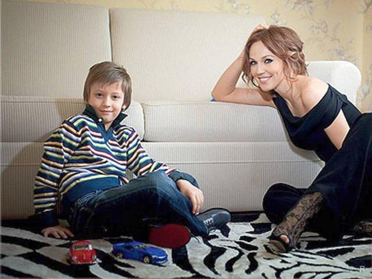 Джанабаева с младшим сыном Лукой