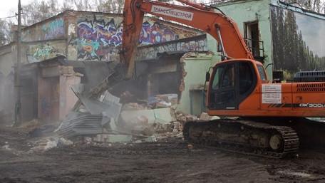 Снос аварийной постройки в парке Пехорка и последующее благоустройство территории
