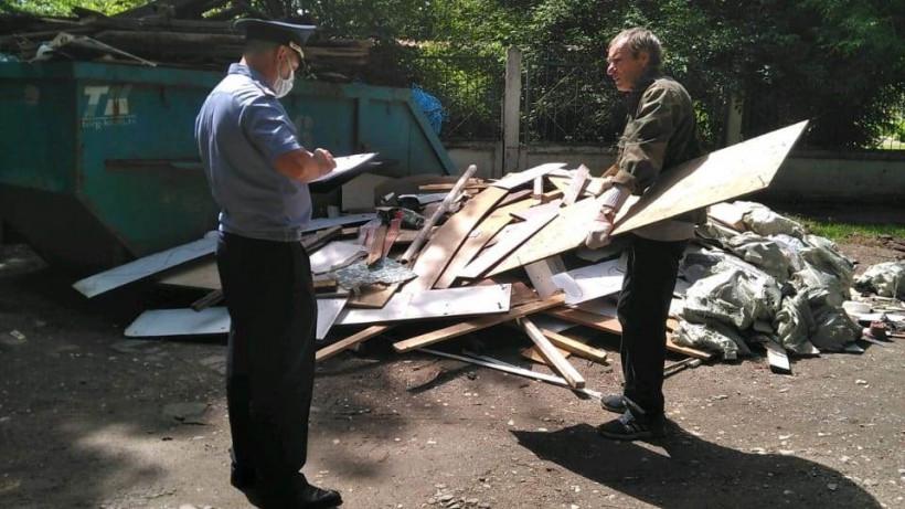 Более 420 фактов сброса строительного мусора на контейнерные площадки пресекли в Подмосковье