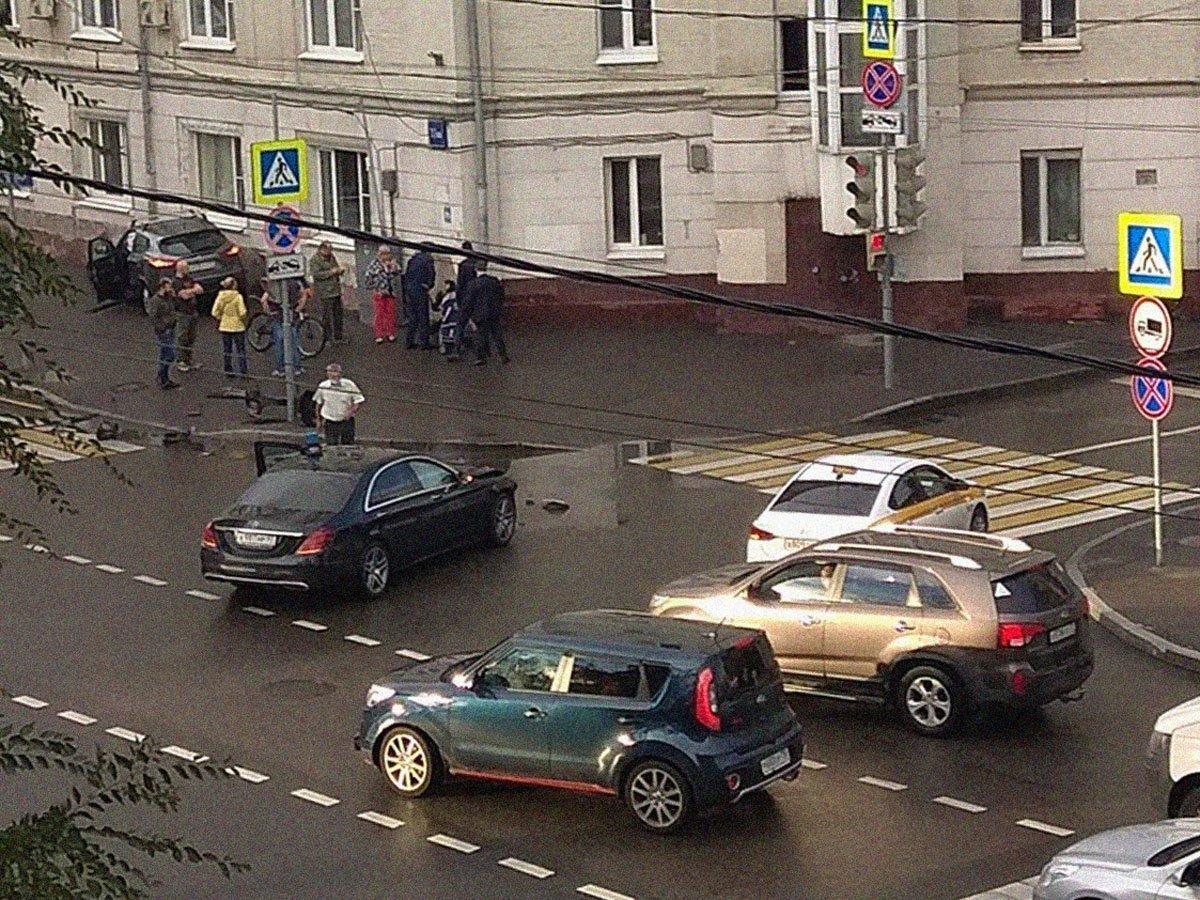 ДТП с авто замглавы Минобороны Евкурова в центре Москвы попало на видео