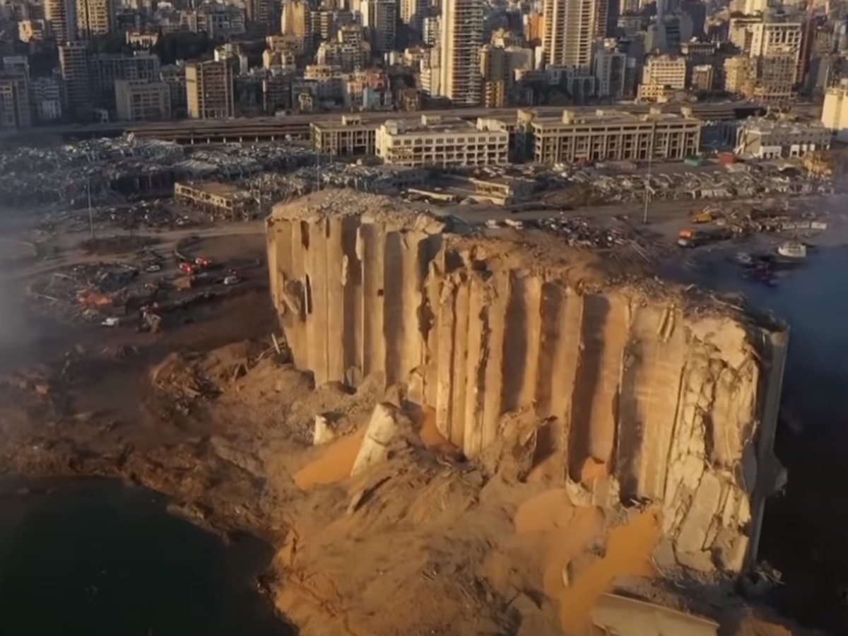 Фото и видео последствий с места взрыва в Бейруте ужаснули мир