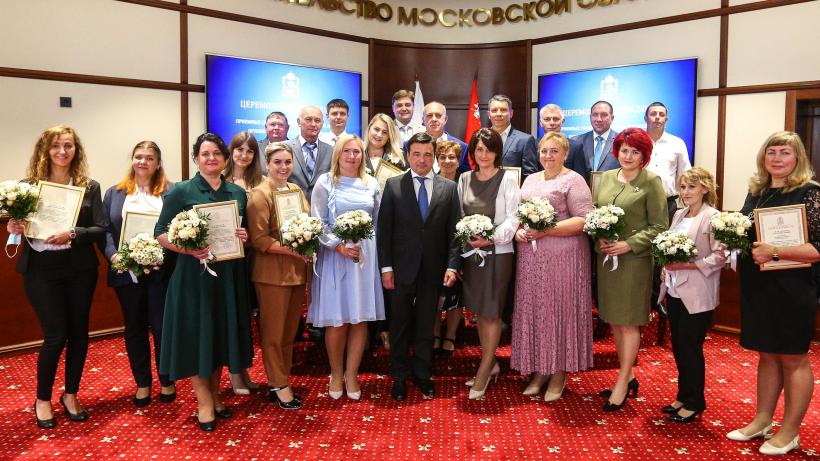 Губернатор наградил приемные семьи и сотрудников детских домов