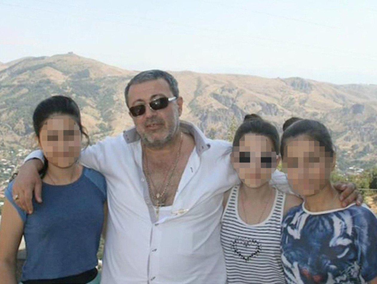 «Эти твари так и живут»: опубликовано новое видео с Хачатуряном, оскорбляющим дочерей