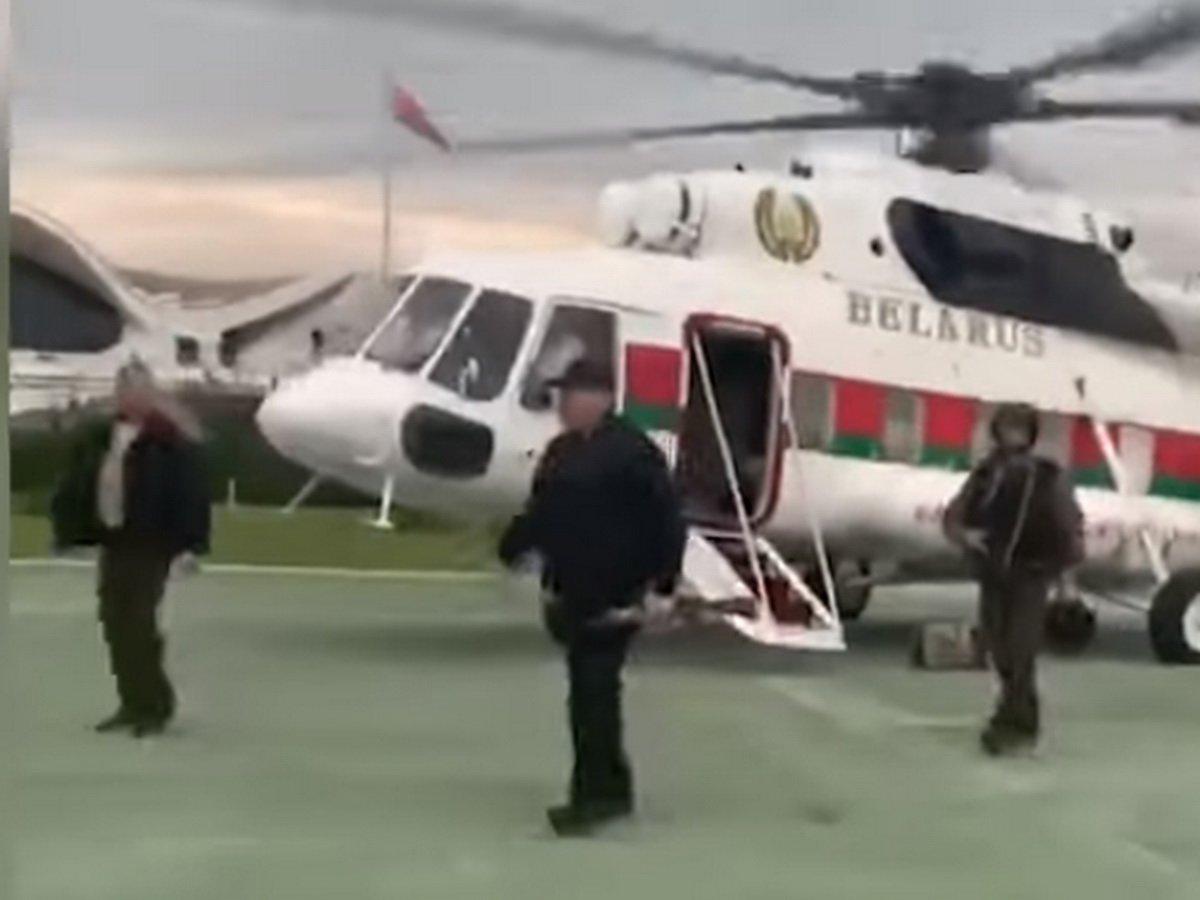 """""""Как крысы разбежались"""": Лукашенко с автоматом в руках прилетел на вертолете во Дворец Независимости (ВИДЕО)"""