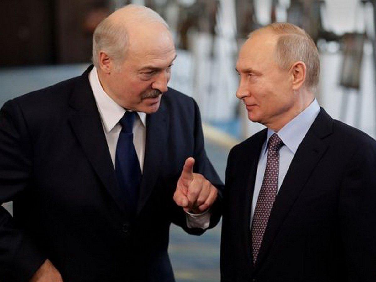 """Лукашенко: Россия готова оказать военную помощь Белоруссии """"при первом же запросе"""""""