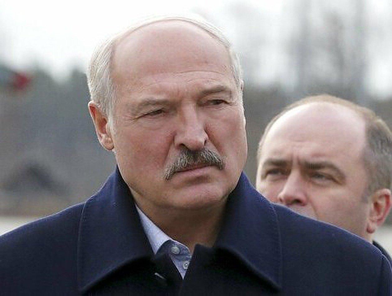 Лукашенко согласился создать систему, не завязанную на культе президента