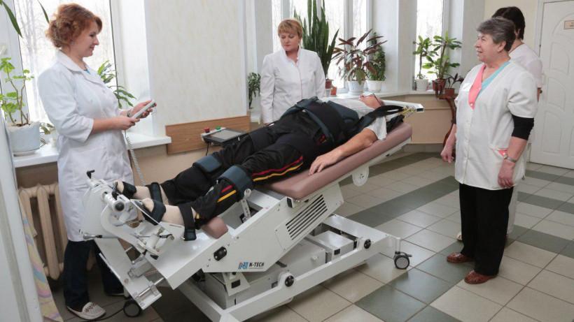 Медтехнику для реабилитации после инфарктов и инсультов закупили для больниц Подмосковья