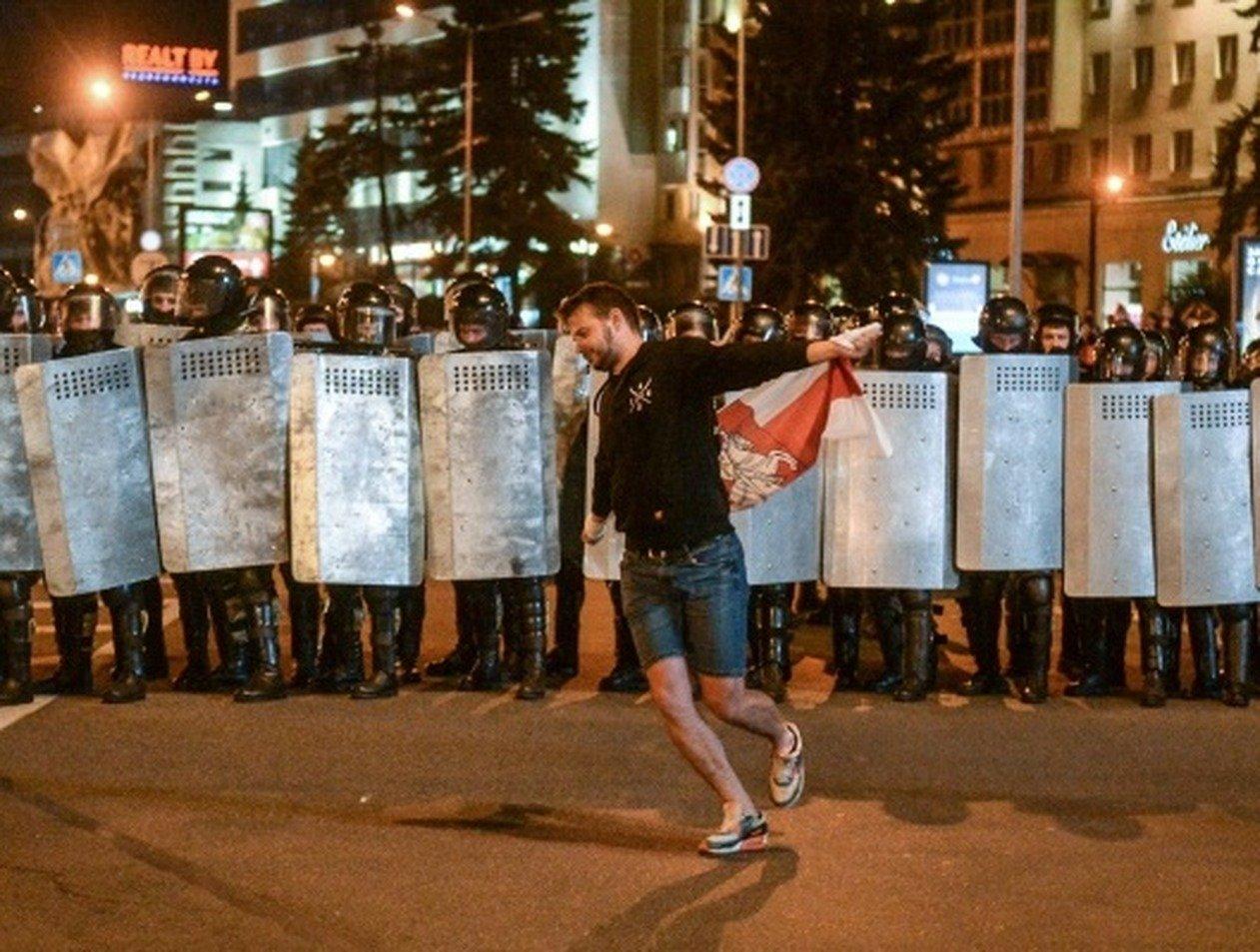 «Милиция с народом»: милиционеры в Белоруссии увольняются в знак протеста