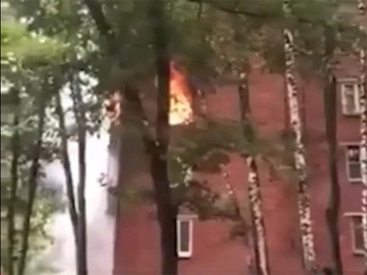 Момент взрыва в жилом доме в Москве попал на видео: 5 пострадавших