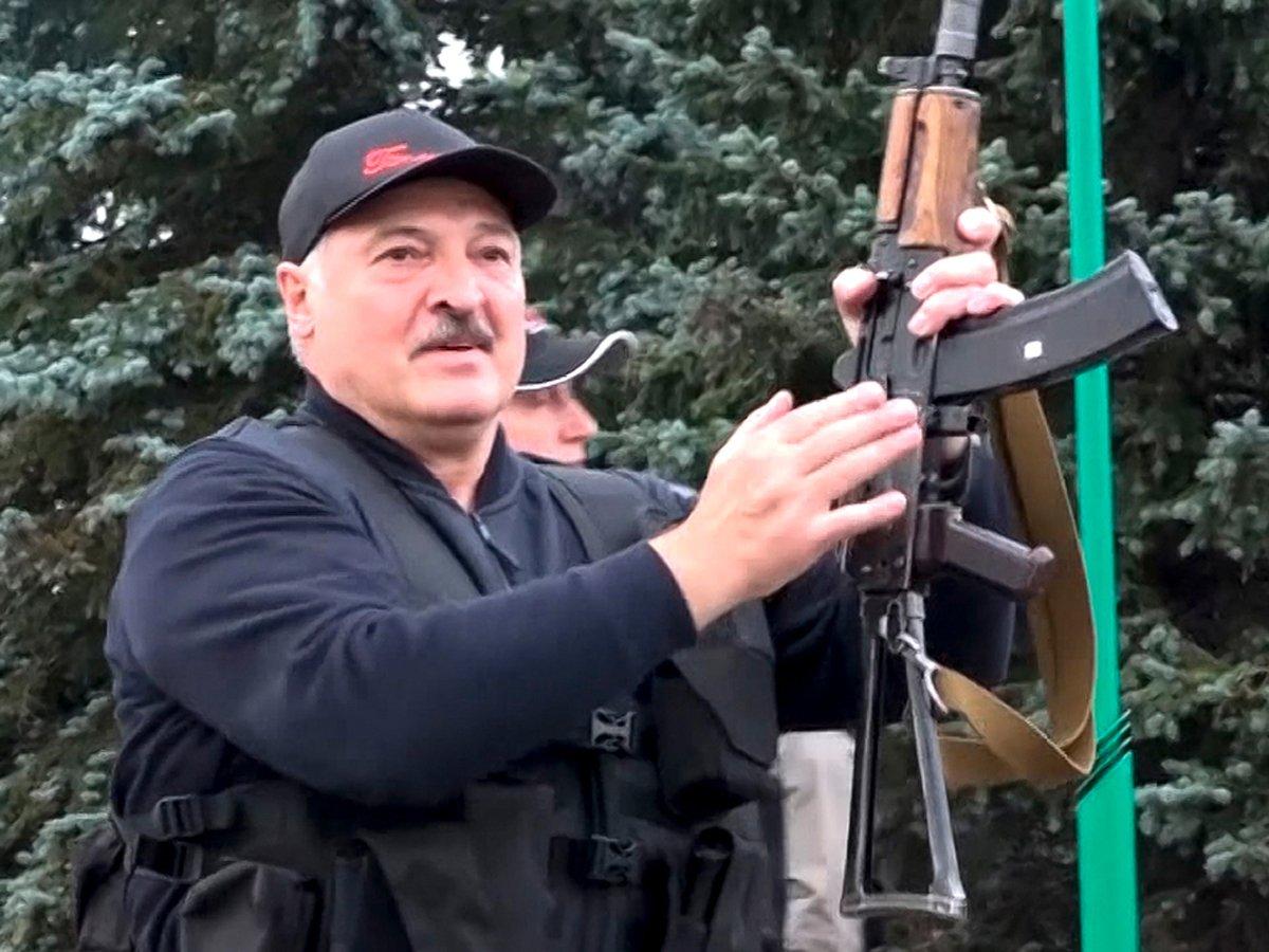 """""""Народ ухахатывается"""": названы три человека, к которым прислушивается Лукашенко"""