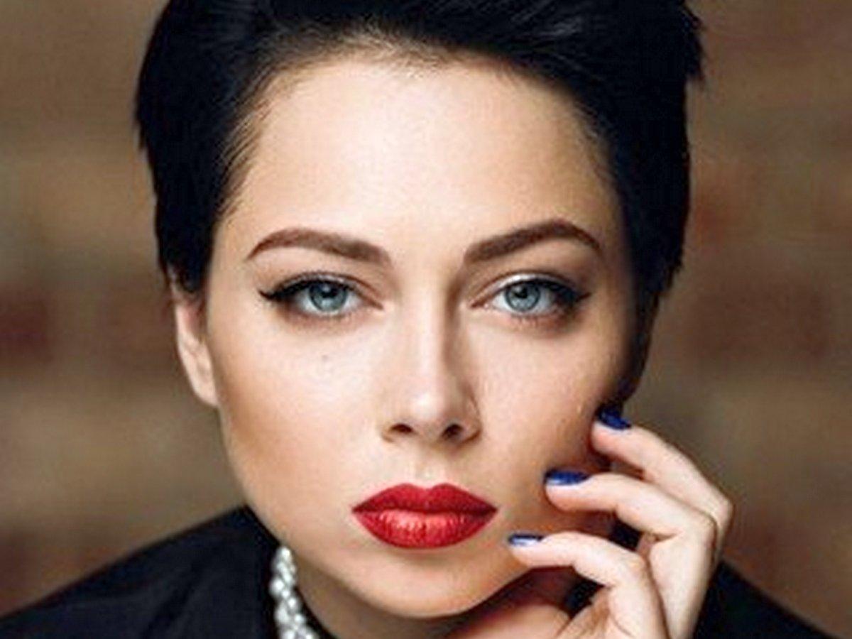 Настасья Самбурская рассказала о своих комплексах