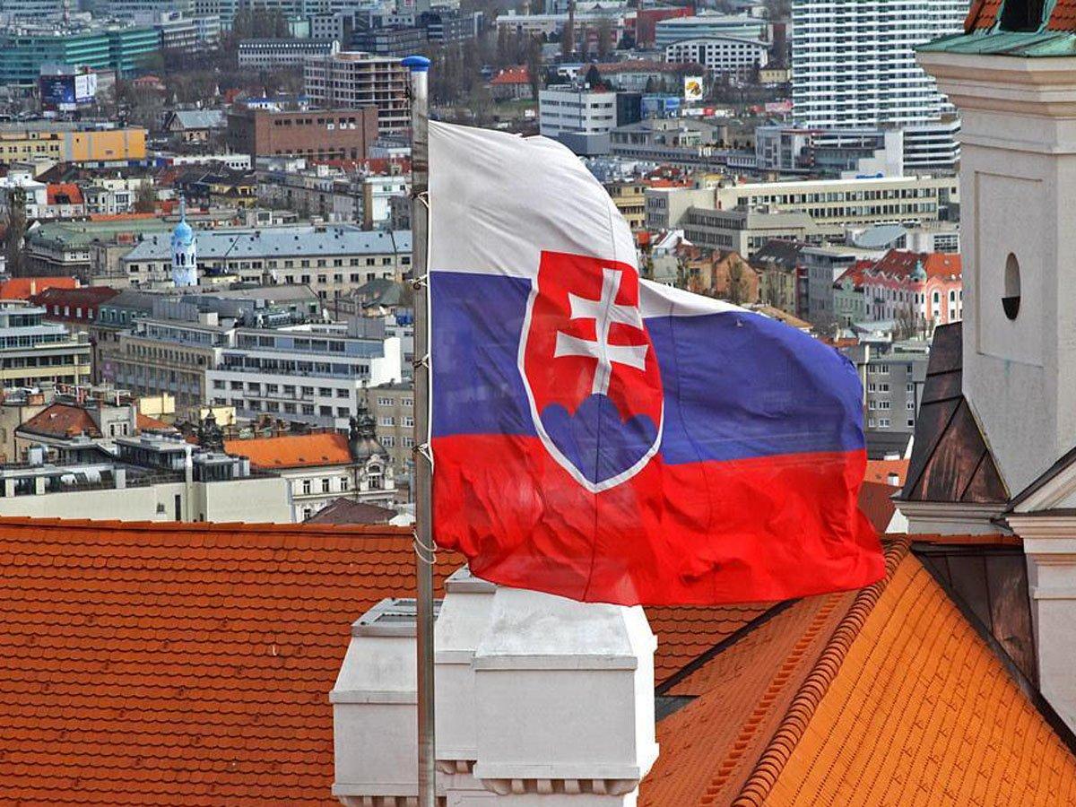 """""""Недружественный шаг"""": из Словакии выслали трех дипломатов"""