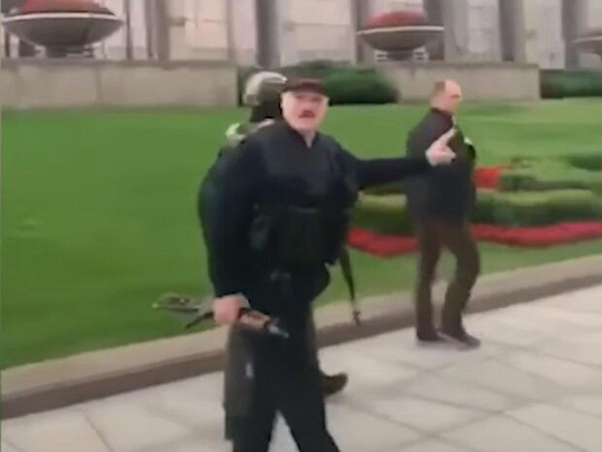 """""""Несносный дед"""": Лукашенко с автоматом и сын Коля в бронежилете стали мемом в Сети"""