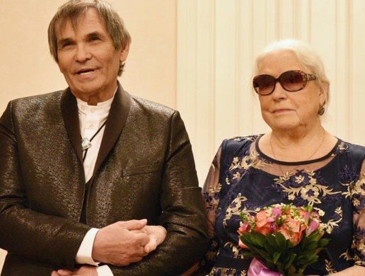 «Плачет каждый день»: Федосеева-Шукшина хочет развода с Алибасовым