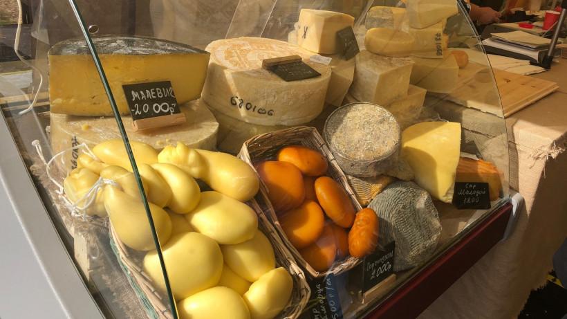 Почти 2,8 тонны сыра продали подмосковные производители на фестивале «Сыр.Пир.Мир» за день