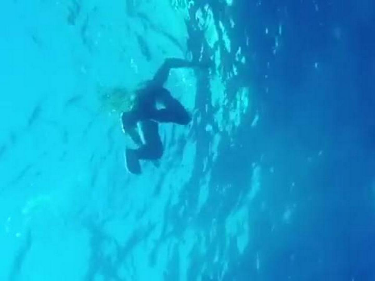 Погружение Роналду на глубину без акваланга попало на видео