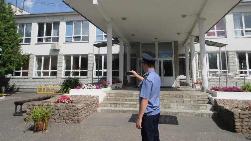 Порядка 100 нарушений чистоты устранили на территории образовательных учреждений Подмосковья