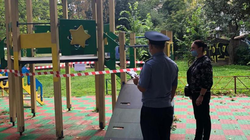 Порядка 100 нарушений в содержании детских площадок выявили в Подмосковье за неделю