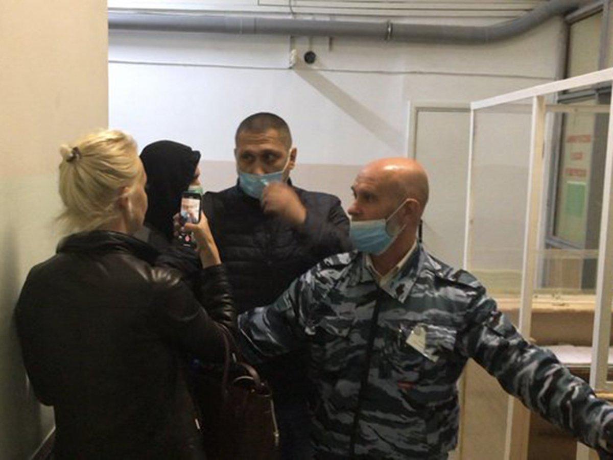 Прибывших в Омск немецких врачей прячут от жены Навального: их вывезли из больницы через черный ход
