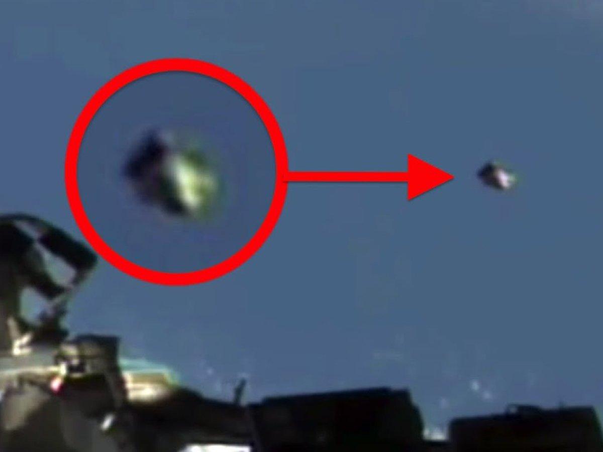 Россиянин на МКС снял на видео загадочные космические объекты