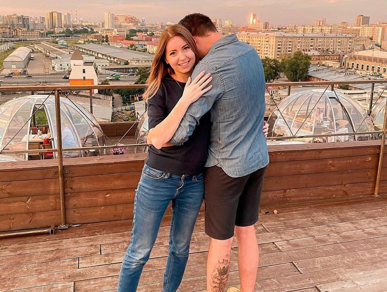 СМИ: похоронившая мужа блогер Диденко собралась замуж