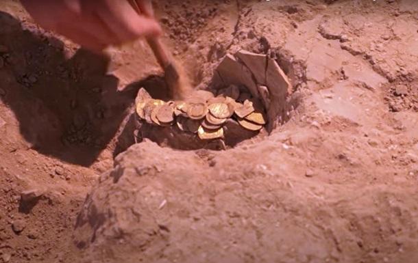 Тысячелетние золотые монеты нашли при раскопках в Израиле