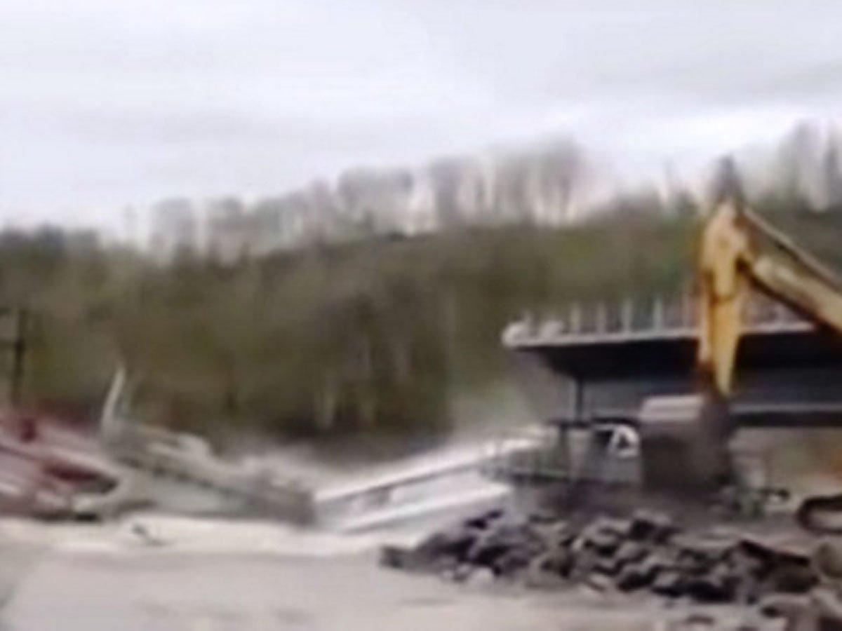В Еврейской АО рухнул мост во время учений: около 20 пострадавших