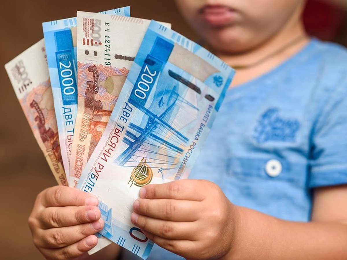 В Госдуме одобрили выплаты в августе 10 000 рублей на детей до 16 лет