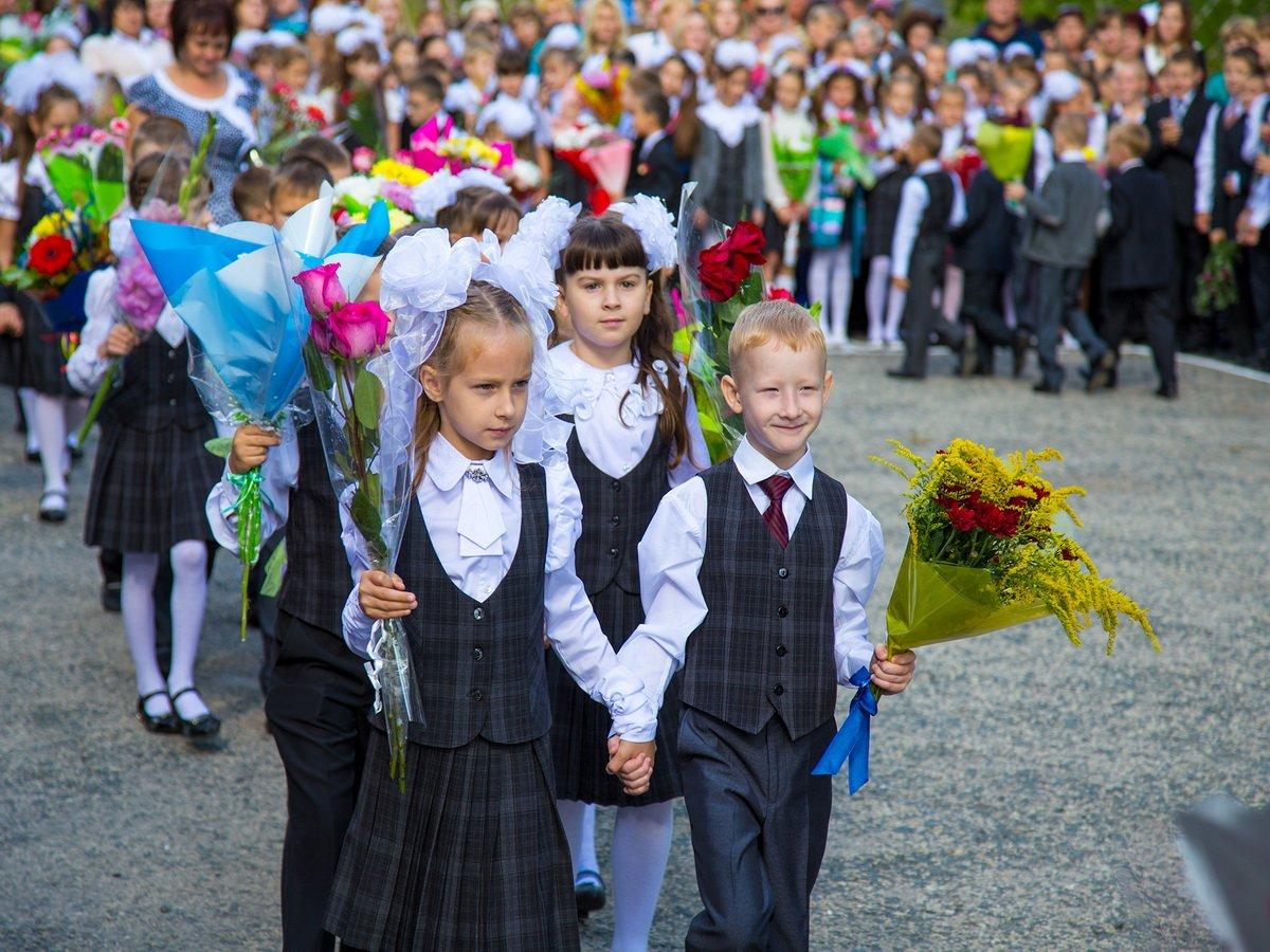 В Госдуме предложили перенести начало учебного года на 1 октября: Минпросвещения рассказало, как все будет организовано в школах