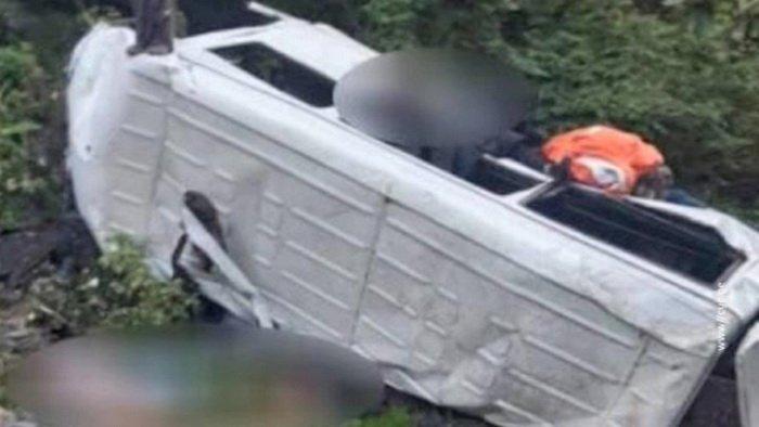 Автобус сорвался с обрыва в Грузии
