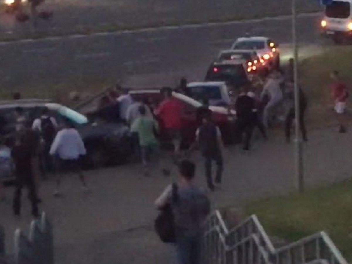 В Минске начались столкновения протестующих с ОМОНом: есть раненые