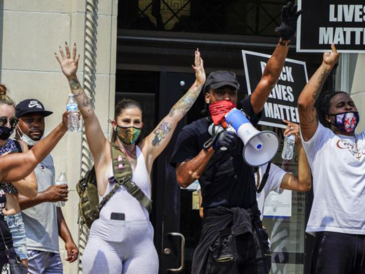 В США началась новая волна массовых протестов после убийства афроамериканца