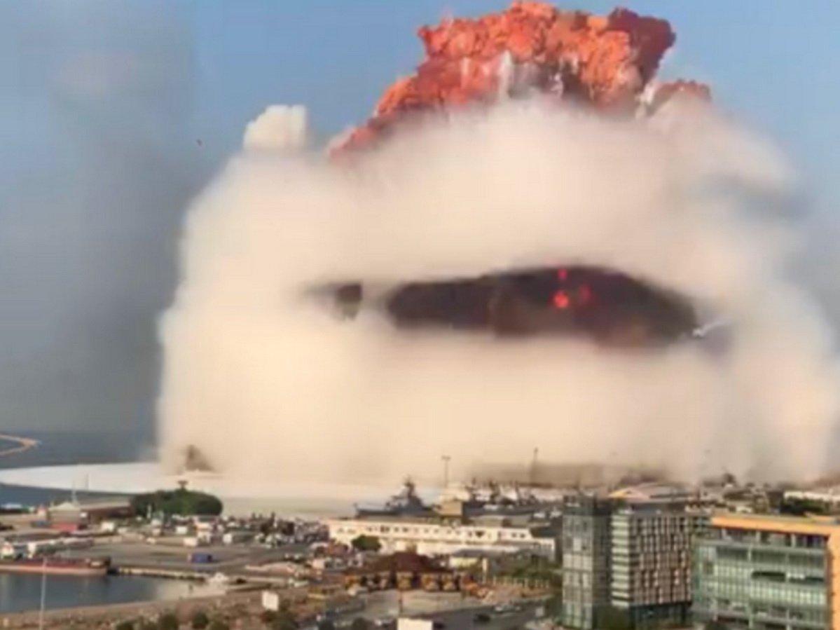 Видео мегавзрыва в Бейруте, снятые очевидцами, наводнили Сеть