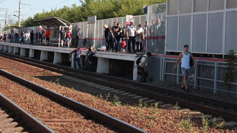 Восемь нарушений перехода через железную дорогу выявили на станции Коломна в понедельник