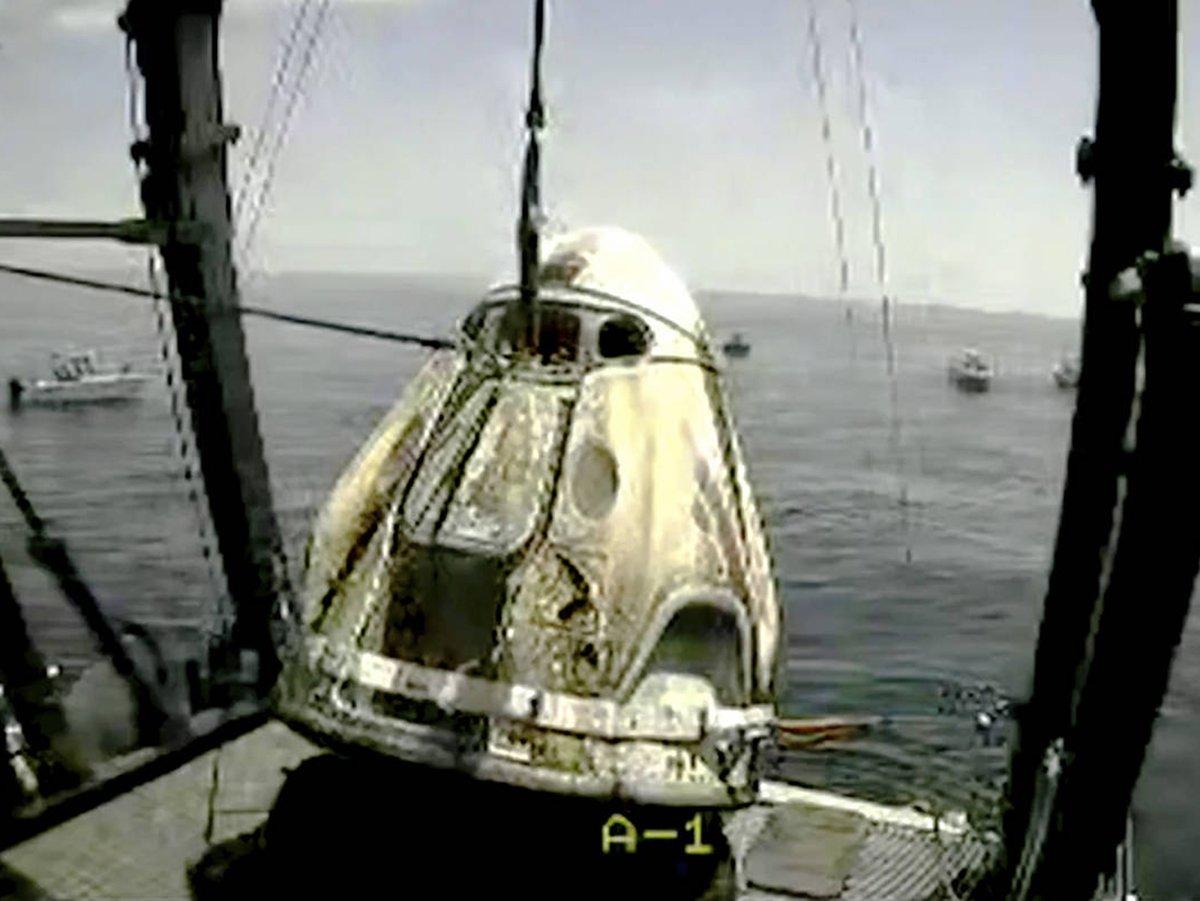 Возвращение корабля Crew Dragon на Землю попало на видео
