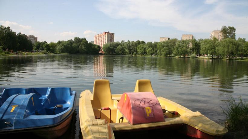 Жителям Подмосковья рассказали, в каких парках региона можно отдохнуть у воды