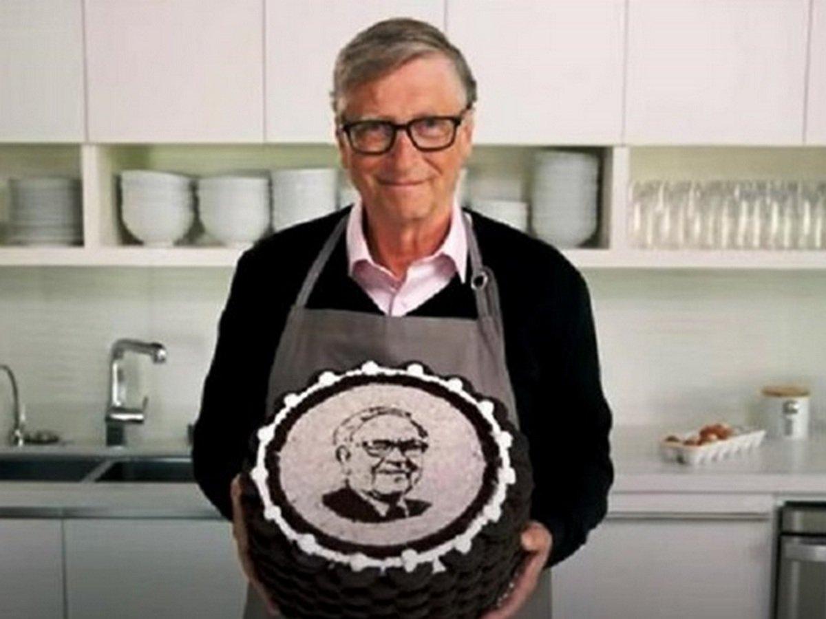 Билл Гейтс самостоятельно испек торт к юбилею инвестора
