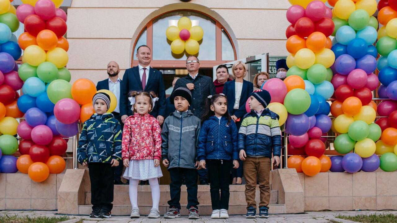 Глава Ленинского округа открыл два муниципальных детских сада