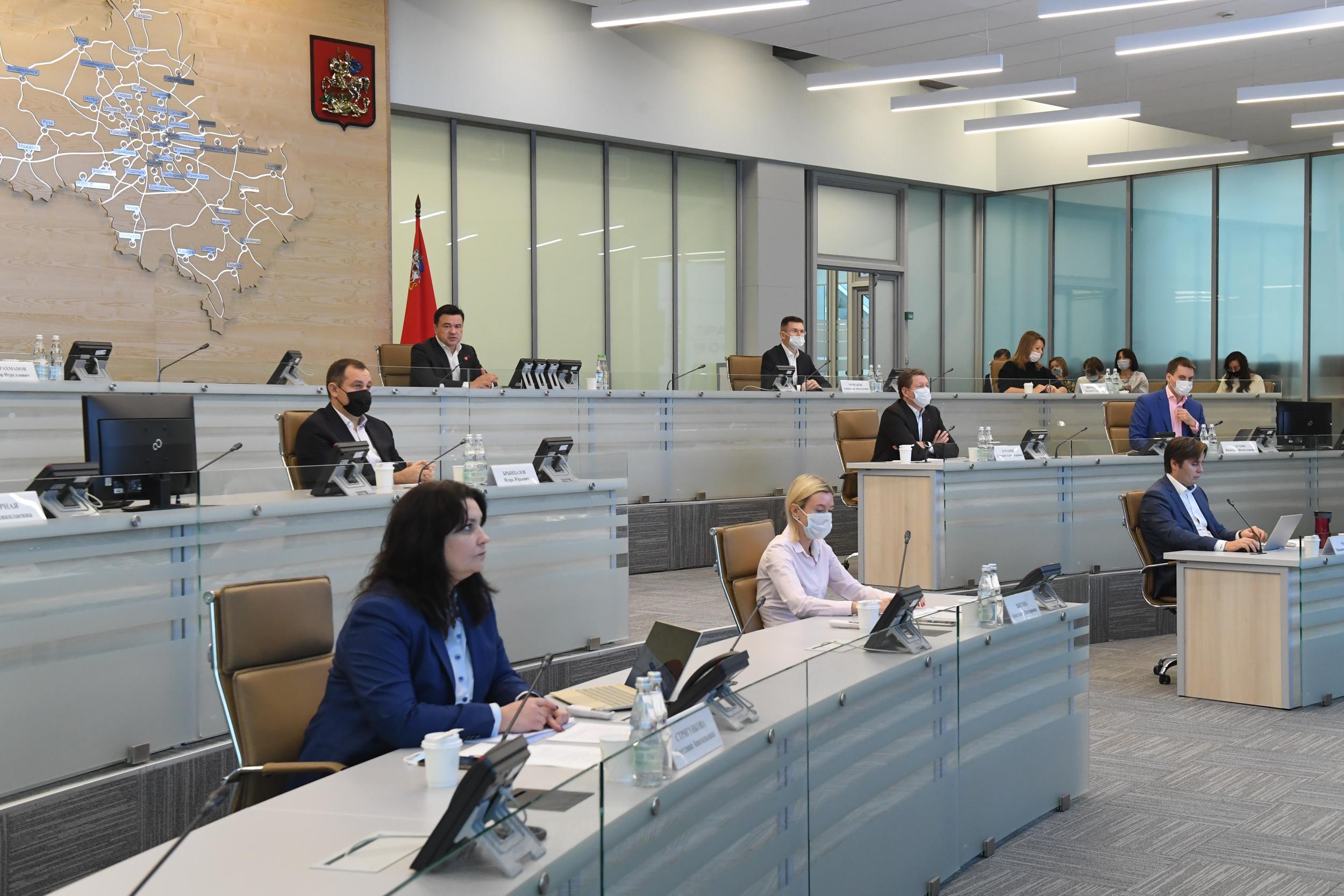 Губернатор провел совещание с руководителями министерств и главами округов