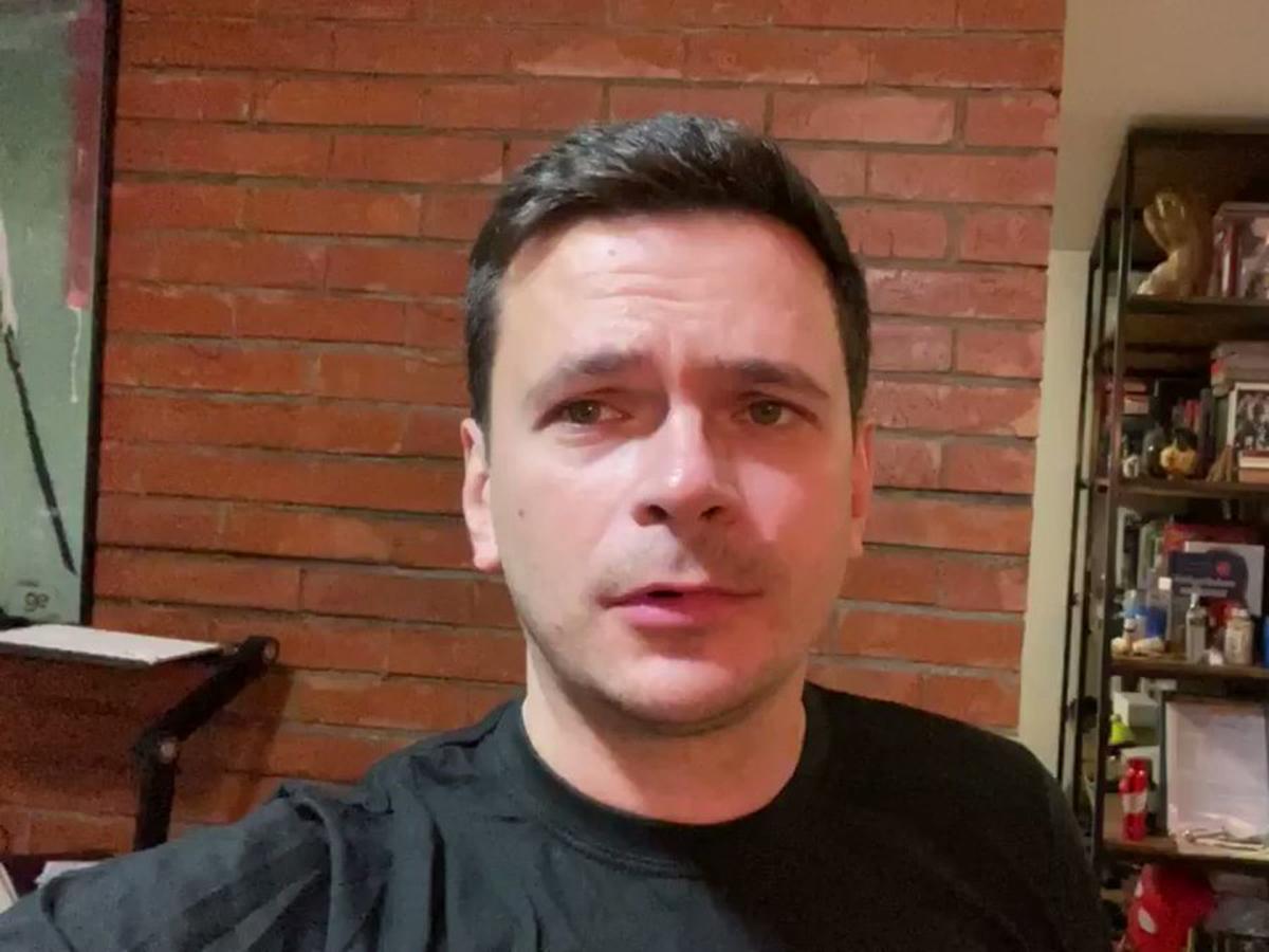 Илья Яшин пробрался на девичник к своей невесте в образе охранника