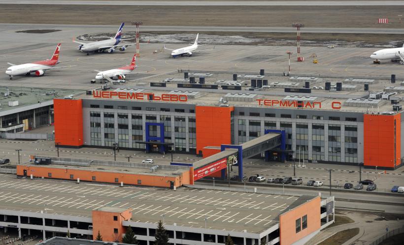 Вид на Терминал С с борта вертолета в аэропорту «Шереметьево».