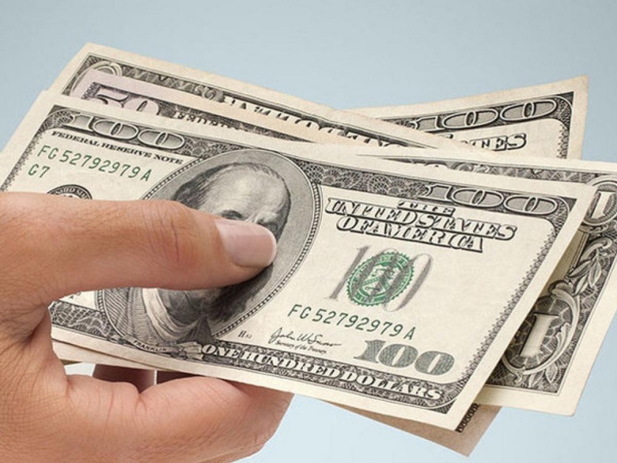 Курс евро взлетел выше 90 рублей, доллара – 76 рублей