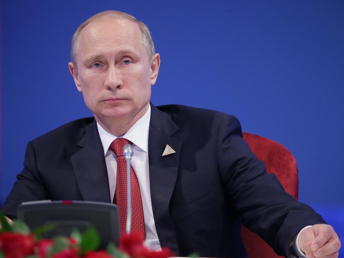 Le Monde: Путин в разговоре с Макроном предположил, что «баламут» Навальный сам мог принять «Новичок»