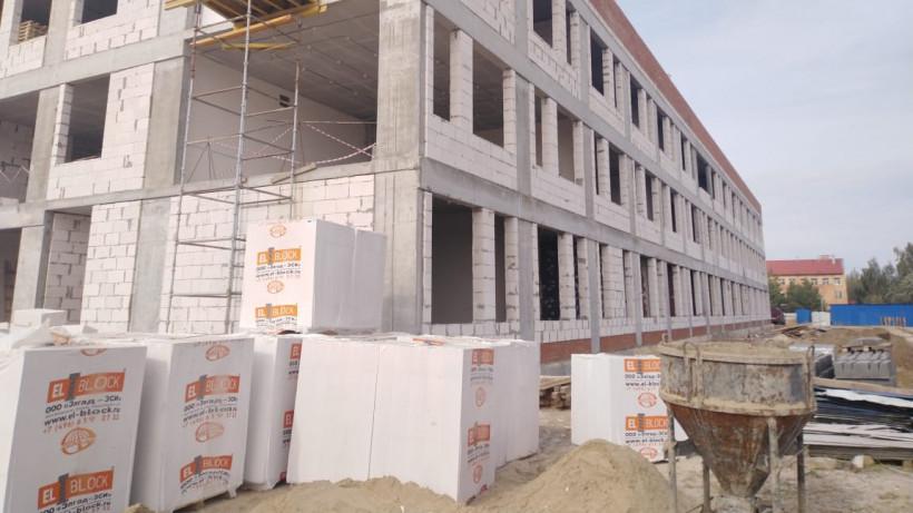 Минстрой Подмосковья проконтролировал строительство школы в Луховицах