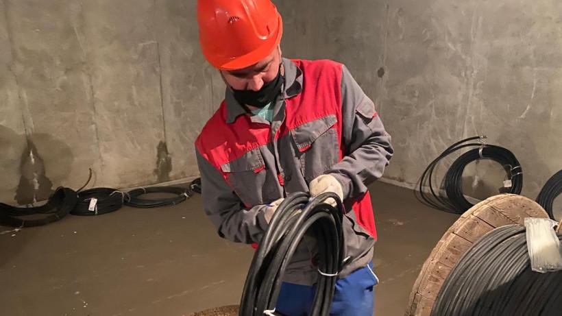 Минстрой проверил качество кабеля на стройплощадке школьной пристройки в Пушкинском округе