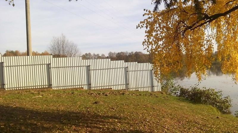 Нарушитель незаконно оградил земельный участок в границах ООПТ в Дмитровском округе