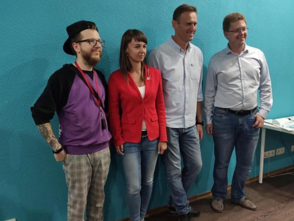 """""""Наводит на серьезные мысли"""": улетевшую в ФРГ соратницу Навального заподозрили в его отравлении"""